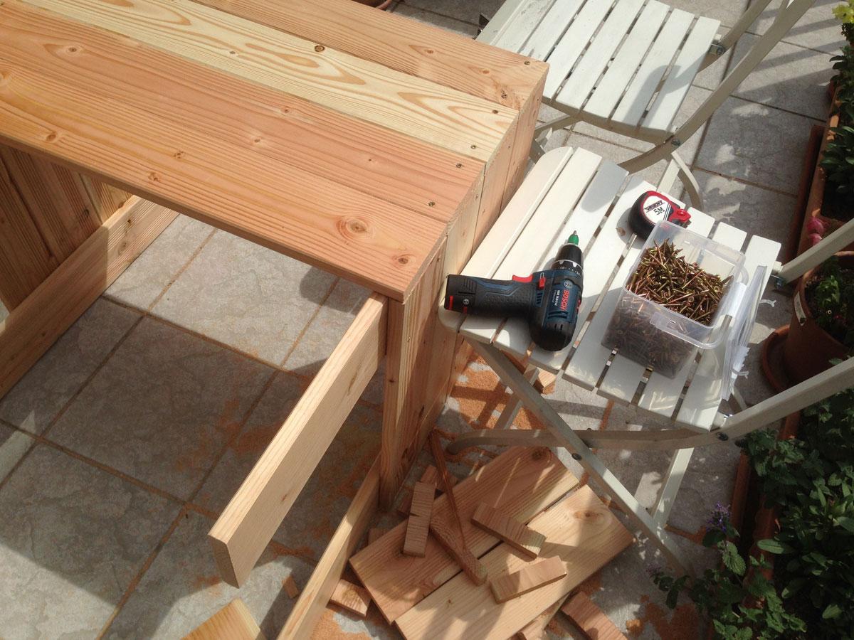 Hochbeete bauen, Teile verschrauben